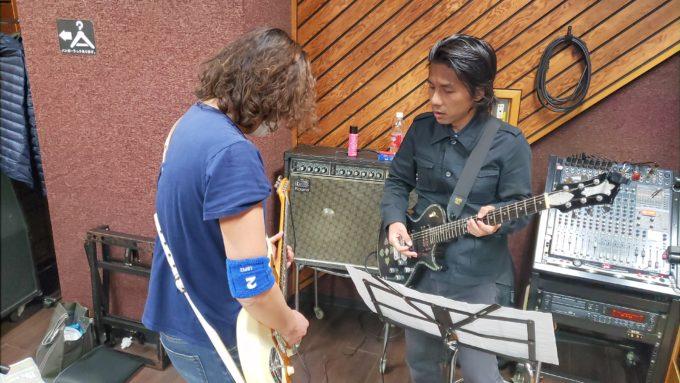Wギターの打ち合わせも入念。